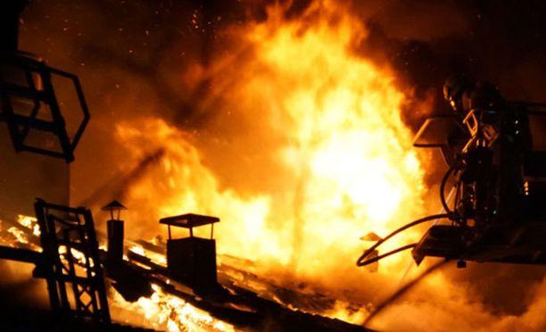 Pelastuslaitos muistuttelee kodinkoneiden puhdistamisesta ja huoltamisesta, ettei tulipaloja pääse syttymään. Kuvituskuva.