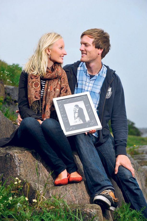 Anna ja Wade Metcalfe matkustivat häämatkalle Islantiin. Ensi maanantaina nuori pari muuttaa Lyoniin Ranskaan. –Ensimmäinen avioliittovuosi on aika siistiä viettää Ranskassa, Anna hehkuttaa.