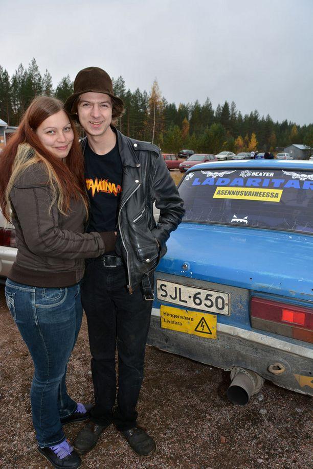 36 Ladaa omistava ladaritari Jani Tilsala on luvannut rakentaa tyttöystävälleen Tiinalle oman ajopelin.