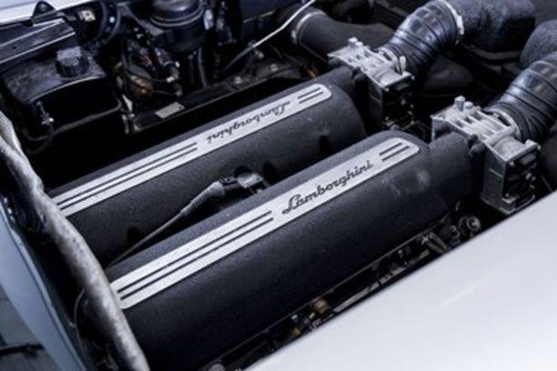 Konehuoneessa jyllää 5.0-litrainen V10 -moottori.