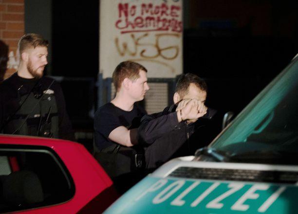 Poliisin isku arabiklaaneja vastaan Neuköllnissä huhtikuussa 2016.