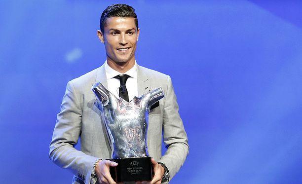 Maailman somekuningas Cristiano Ronaldo valittiin Euroopan parhaaksi jalkapalloilijaksi Monacossa 24. elokuuta pidetyssä gaalassa.