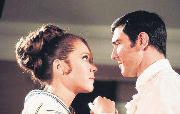 Maailman tunnetuimman elokuva-agentin James Bondin seikkailut jatkuvat.