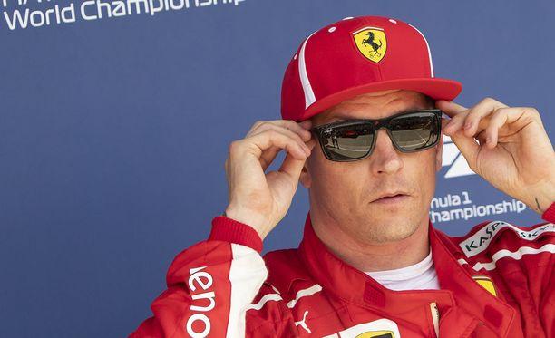 Kimi Räikkönen suosio romahti sunnuntai-iltapäivänä hetkellisesti ainakin joidenkin brittifanien silmissä.