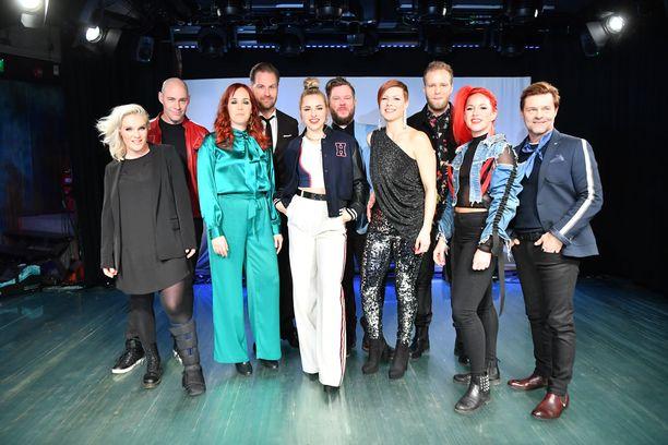 Ohjelman artistit vasemmalta: Jonna Geagea, Jussi Rainio, Aurora, Kyösti Mäkimattila, Ilta, Samae Koskinen, Heidi Kyrö, Jon-Jon Geitel, Petra ja Ressu Redford.