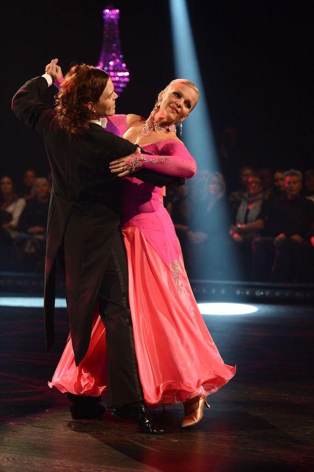 Raakel Lignell tanssi vuonna 2013 Tanssii tähtien kanssa ohjeleman voittoon opettajansa Jani Rasimuksen kanssa. Finaalissa he löivät Manuela Boscon ja Matti Puron.