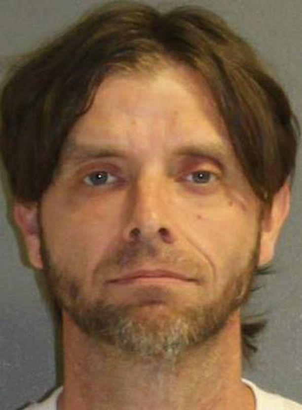Lukuisista rikoksista epäilty Jeremy Floyd on tutkintavankeudessa. Takuusummaa ei ole asetettu.