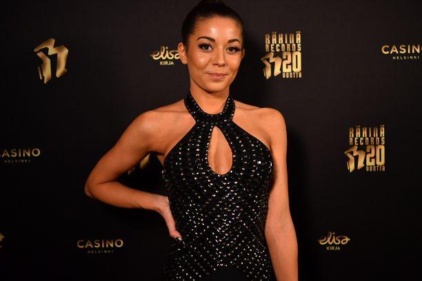 Amanda Harkimo oli hankkinut mekkonsa Ferrer-muotiliikkeestä.