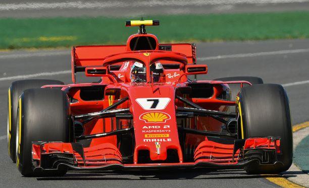 Kimi Räikkönen oli perjantaina yhden kierroksen vauhdissa Ferrareista nopeampi.