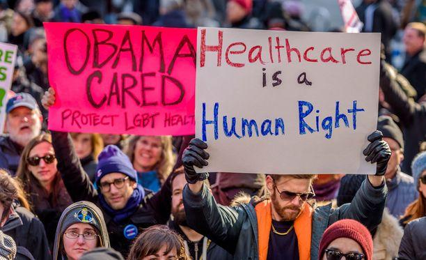 Mielenosoittajat vastustivat terveydenhuoltojärjestelmän alasajoa New Yorkissa jo tammikuussa.