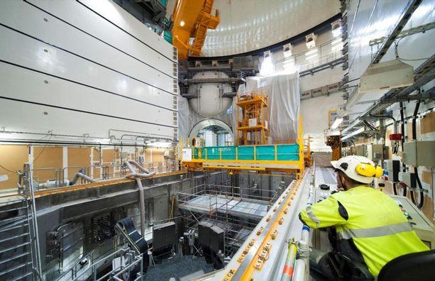 OL3-voimalan reaktorihallia viimeisteltiin joulukuussa. Polttoaineen lataus ja ydintekninen käyttöönotto on suunniteltu tapahtuvaksi tämän vuoden lopulla. Voimalan on määrä valmistua ensi vuoden aikana.