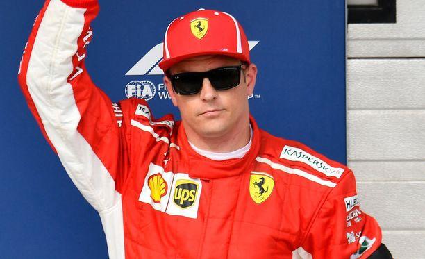 Kimi Räikkönen jäi paalulle ajaneesta Lewis Hamiltonista 0,528 sekuntia.