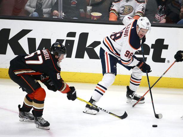 NHL-kaukalon vaatimukset ovat vielä kovat nuorelle hyökkääjälle.
