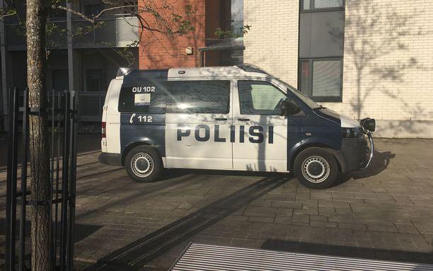 Poliisi otti Kaakkurissa sijaitsevasta asunnosta kiinni kaksi ihmistä.