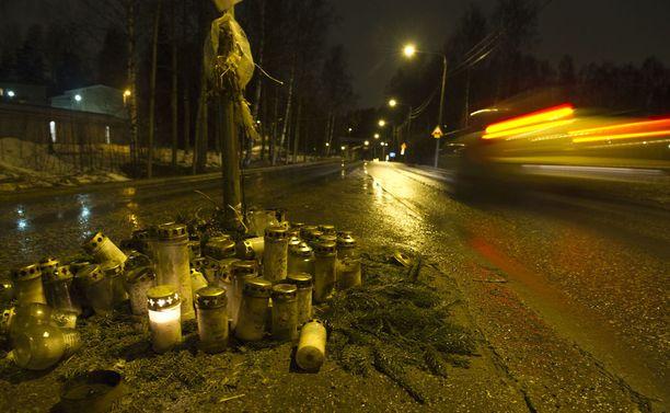 Suomessa kuolee vuosittain noin 40-60 henkilöä liikenneonnettomuuksissa, joissa rattijuoppo on yksi osallinen. Kuvituskuva.