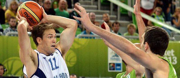 Petteri Koposen johtama Suomi on lähellä voittoa Sloveniasta.