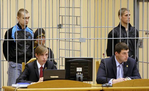 Vladislav Kovaljev ja Dmitri Konovalov tuomittiin kuolemaan Minskin metroiskun takia. Iskussa huhtikuussa 2011 kuoli 15 ihmistä.