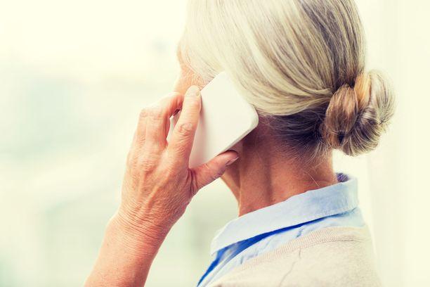Asiakas jonotti löytötavaratoimiston puhelinpalveluun yli 20 minuuttia ennen kuin sai asiansa hoidettua alle minuutissa. Hintaa puhelulle tuli yli 70 euroa.