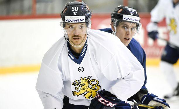 Juhamatti Aaltonen joutui vilttiketjuun Ranska-ottelun päätöserässä.