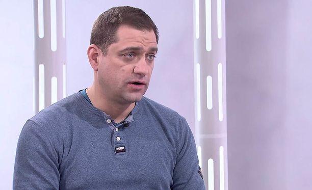 A-klinikkasäätiön johtava ylilääkäri Kaarlo Simojoki kertoo IL-TV:n Sensuroimaton Päivärinta -ohjelmassa saamistaan tappouhkauksista.