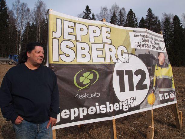 Jeppe Isbergin vaalilakanassa moititaan oman puolueen kärkinimiä.