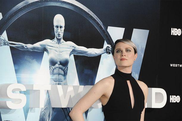 Evan Rachel Wood näyttelee Westworldissa Dolores-androidia, yhtä sarjan päähenkilöistä.
