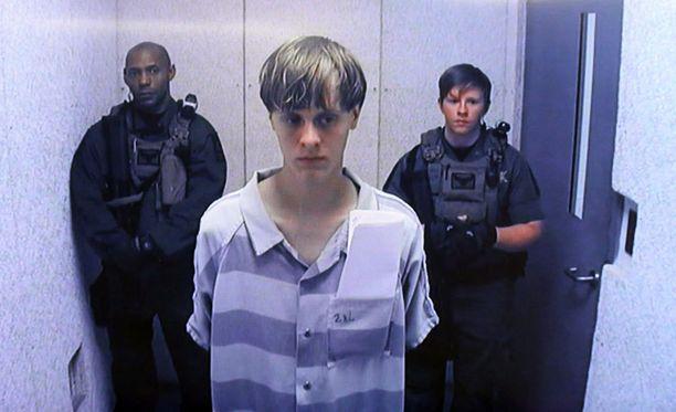 Kirkkoampuja esiintyi videolinkin kautta viimeisimmässä kuulustelussaan kesäkuussa 2015.