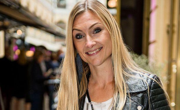 Teresa Välimäellä on kaksi lasta liitosta Hans Välimäen kanssa. Teresa kertoo Eevassa lastensa aina tietävän, missä äiti menee.