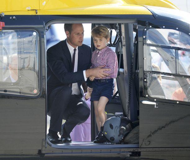 Härveleitä rakastava George on päässyt sentään helikopterin kyytiin.