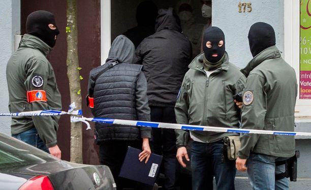 Belgiassa on viime kuukausien aikana tehty useita ratsioita. Kuva on huhtikuisesta ratsiasta, jossa pidätettiin kolme terrorismista epäiltyä.