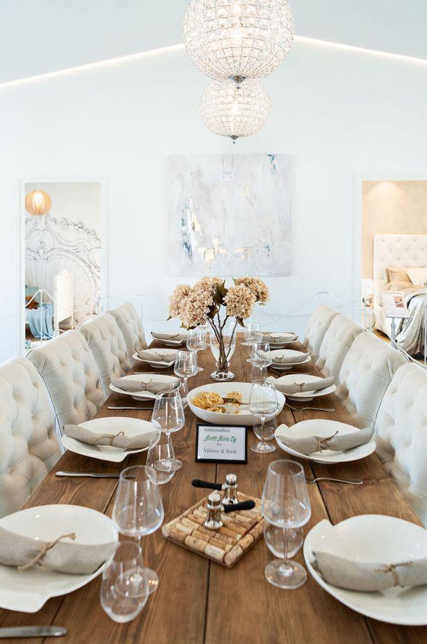 Ruokapöytä on Idan isän rakentama.