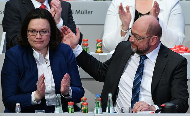 Saksan demareiden parlamenttiryhmän johtaja Andrea Nahles ja puolueen puheenjohtaja Martin Schulz olivat helpottuneita, kun puoluekokous päätti mennä mukaan hallitusneuvotteluihin.