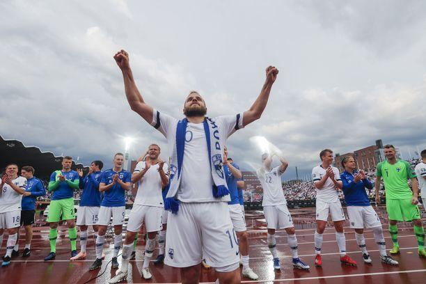 Kaksi maalia Bosnian verkkoon tykittänyt Teemu Pukki huudatti Suomen kannattajia kesäkuussa. 2–0-voitto sateisena kesäiltana oli Huuhkajille yksi EM-karsintojen tärkeimmistä.