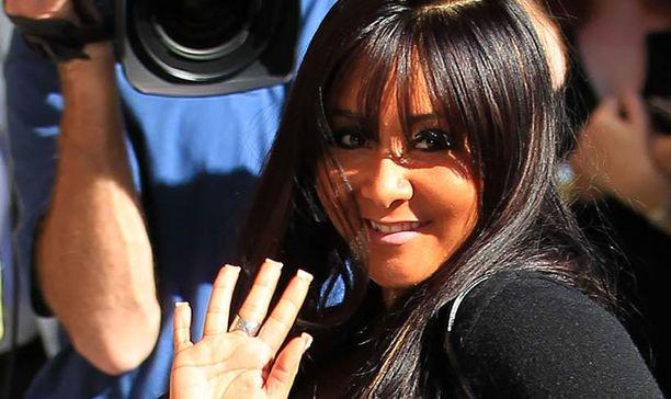 """Jersey Shore -tähti Nicole """"Snooki"""" Polizzi on valinnut hyllystä väärän purkin, kun hänen kasvojensa sävy on kirkkaan oranssi."""