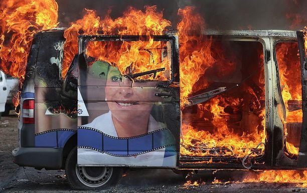 Senaattoriehdokas Alma Mireya Gonzalez Sanchezin auto paloi viime kuussa Michoacanin osavaltion Nahuatzenissa.