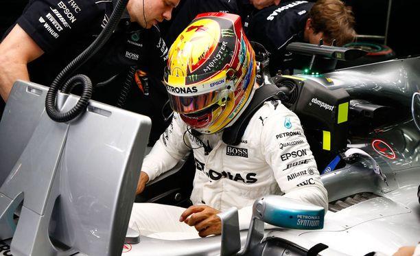 Lewis Hamilton saa tehdä täyden työn paalupaikan eteen.