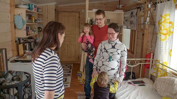 Jenni ja Aapo Määttä joutuivat luopumaan unelmakodistaan homeongelman vuoksi.