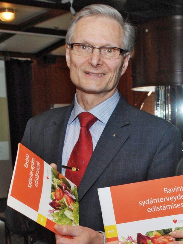 Professori Matti Uusitupa kummastelee nykyihmisten suhtautumista ruokaan.