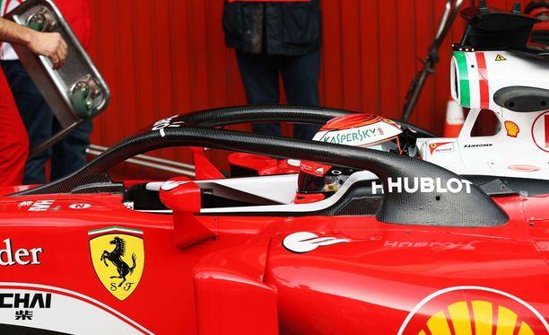 Tällaisen vaihtoehdon Ferrari esitteli F1-kansalle kuskien päävammojen ehkäisemiseksi.