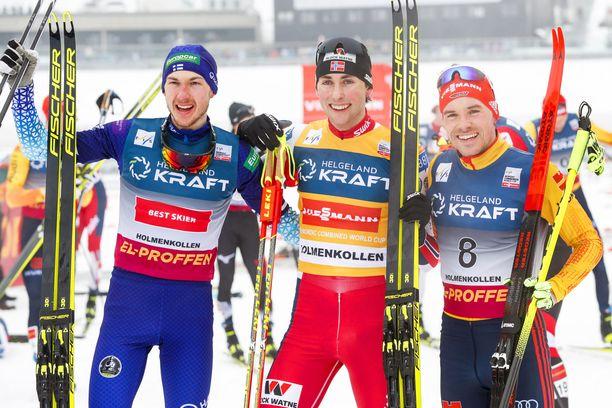 Ilkka Herola oli yhtä hymyä voittaja Jarl Magnus Riiberin (keskellä) ja Fabian Riesslen rinnalla.