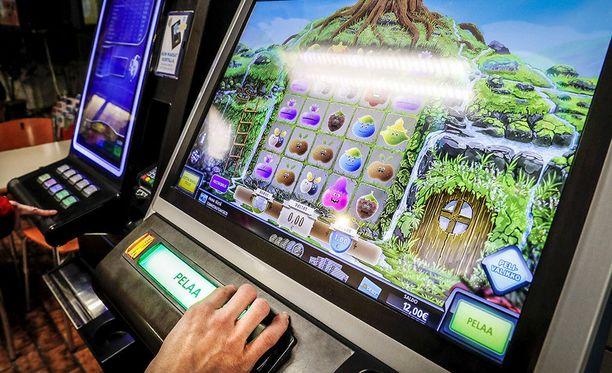Peliongelmaisista 34 prosenttia kokee pelaamisen hallinnan kannalta ongelmallisiksi ensisijaisesti perinteiset raha-automaattipelit.