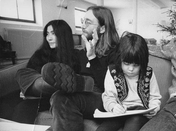 Yoko Ono ja John Lennon esittivät Suomessakin supersuositun joululaulun.