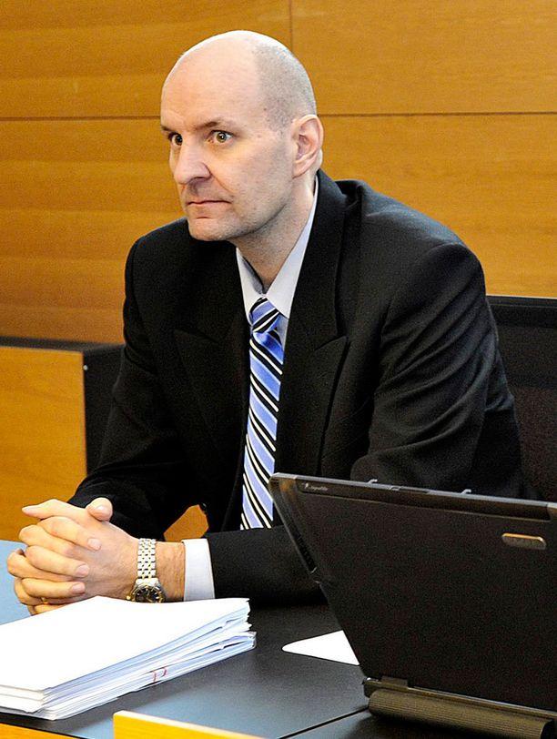 Kihlakunnansyyttäjä Kimmo Virtanen oli päällisin puolin tyytyväinen käräjäoikeuden yliopistoiskuista langettamiin tuomiohin. Arkistokuva.
