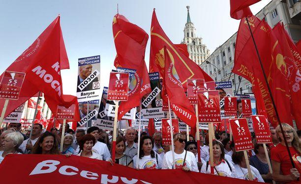 Moskovassa järjestettiin sunnuntaina suuria mielenosoituksia, joissa vastustettiin eläkeiän nostoa.