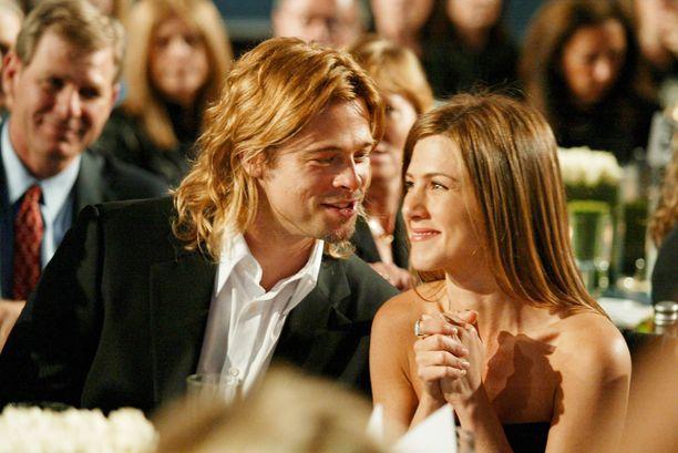 Brad Pitt ja Jennifer Aniston menivät naimisiin vuonna 2000. Liitto päättyi eroon viisi vuotta myöhemmin.