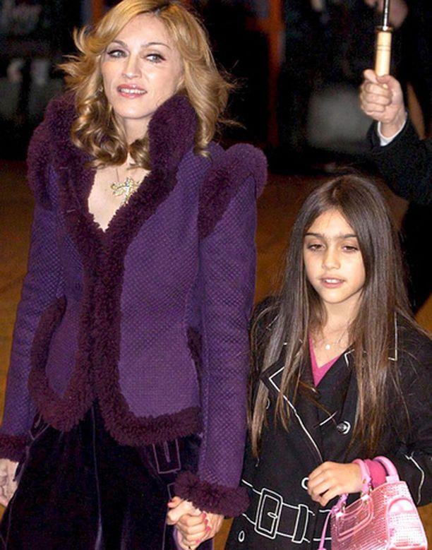 Madonnan perheeseen kuuluu pian neljä lasta. Kuvassa tytär Lourdes.