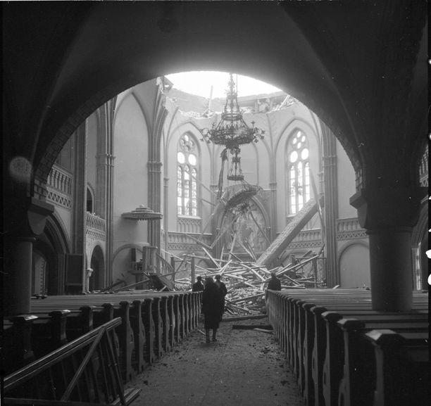 Komea tuomiokirkko kärsi pahoja tuhoja sodassa. Sitä ei enää korjattu, vaan rauniot purettiin.