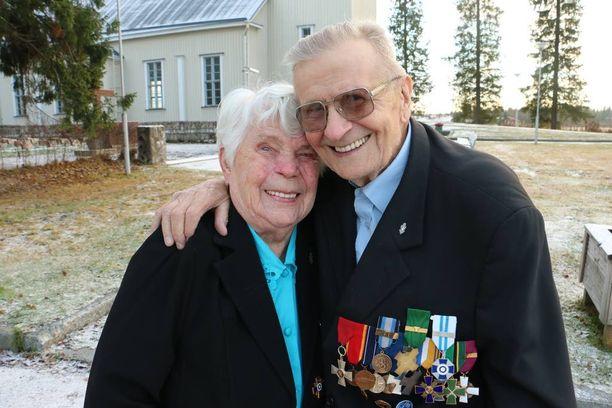 Maanantaina 92 vuotta täyttävät Eila ja Hemmi toivovat, että edessä olisi muutama vuosi rauhallista yhteiseloa.