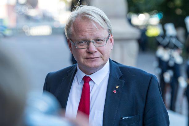 Peter Hultqvist jatkaa Ruotsin puolustusministerinä.