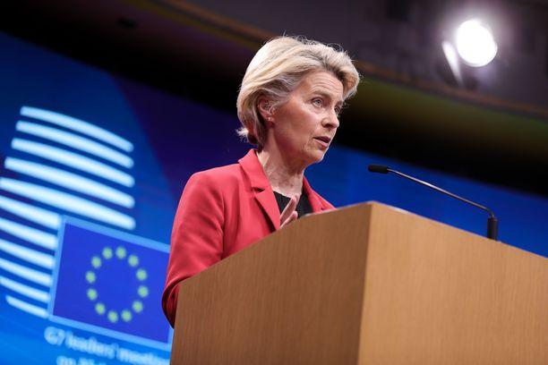 EU-komission puheenjohtaja Ursula von der Leyen kertoi unionin maiden rokotekattavuudesta tiistaina.